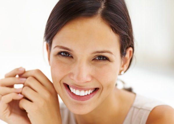 Graži moters šypsena,balti dantys
